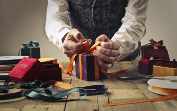 Richtig schenken im Unternehmen – 5 Schritte Guide für Geschäftsführer